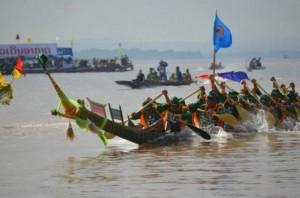 laos corsa delle barche 1 tuttolaos