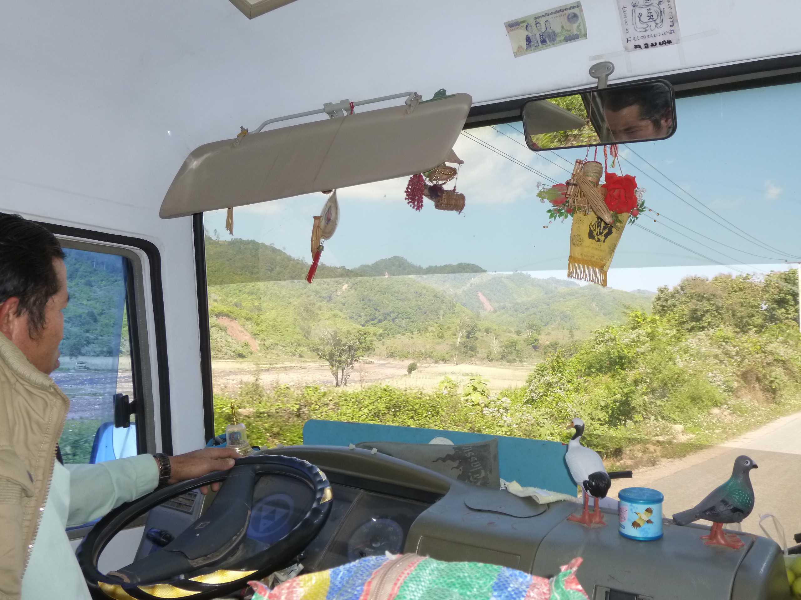 Sulle strade del Laos in bus