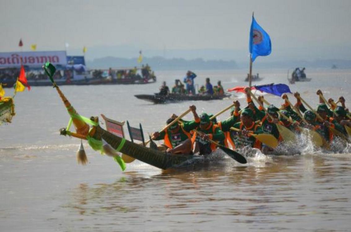 Laos: la corsa delle barche