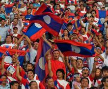 Dinosauri e copie inglesi, il calcio in Laos
